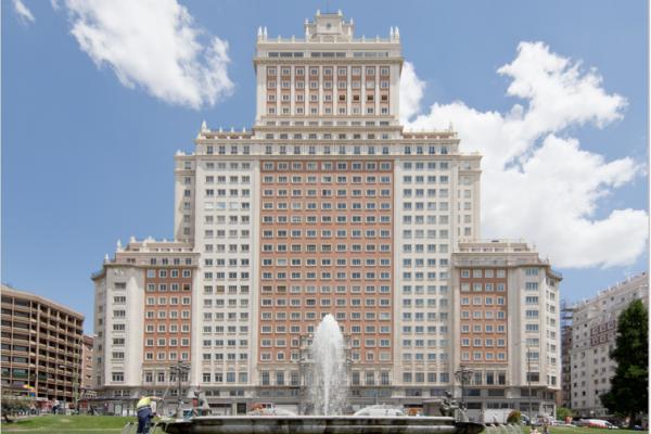 El Edificio España y la conservación de las fachadas